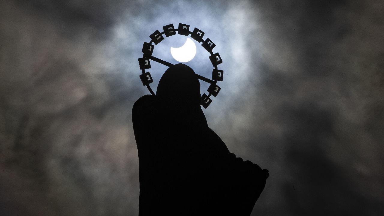 <p>Частичното слънчево затъмнение в Дъблин</p>