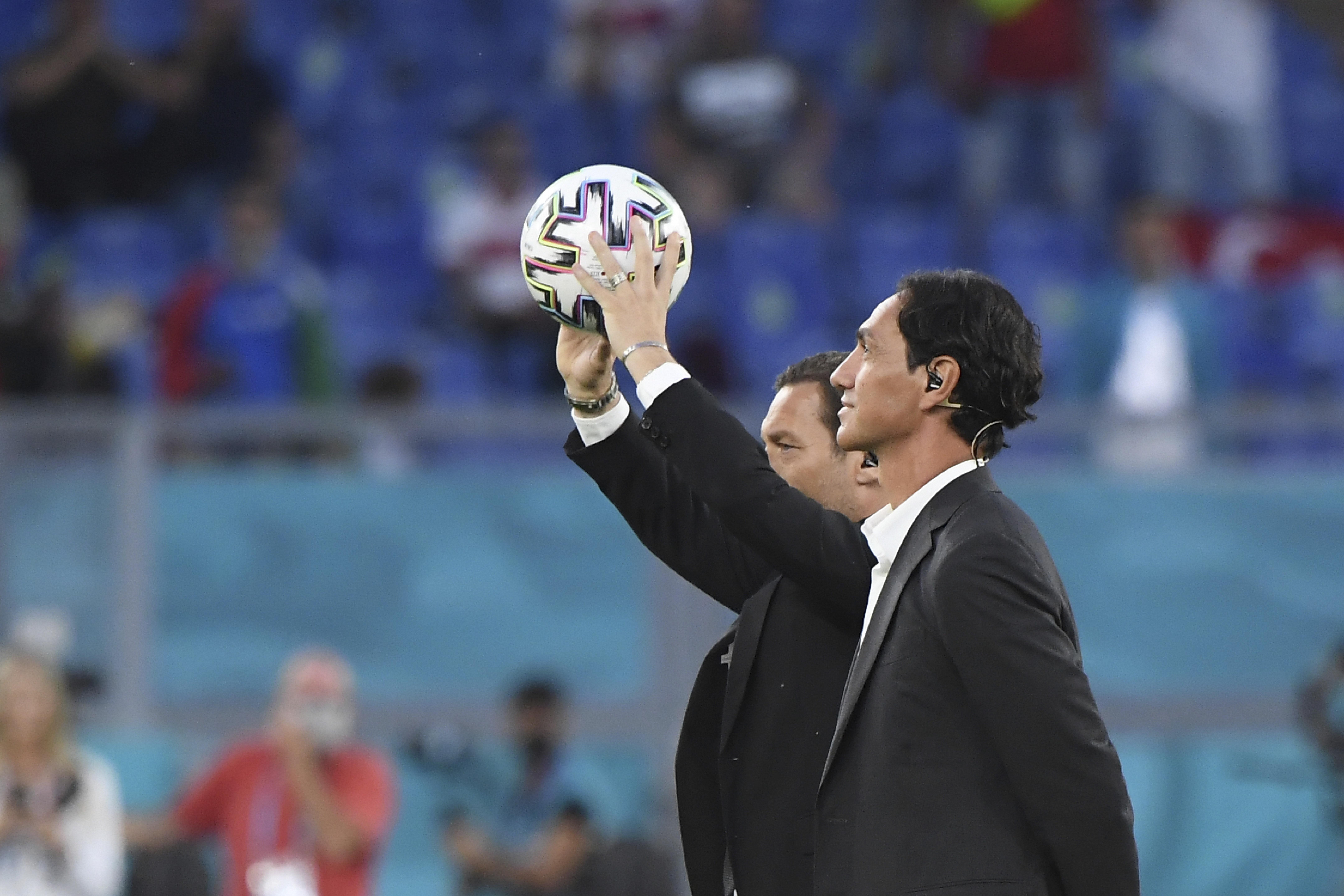 <p>Шестнадесетото европейско първенство по футбол бе открито тази вечер с бляскава церемония в Рим</p>