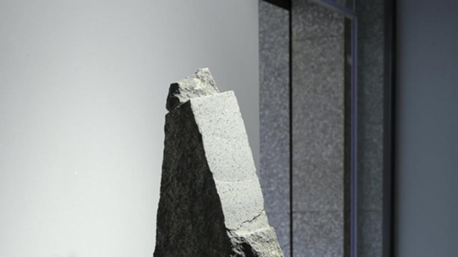 """""""Докоснати камъни"""" от Зиятин Нуриев"""
