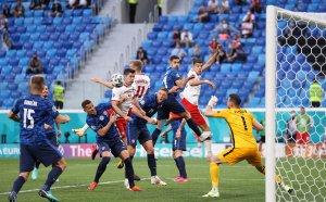 Десетима от Полша вкараха един гол повече, но загубиха злощастно от Словакия