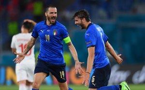 Вдъхновен отбор на Италия даде заявка за титлата