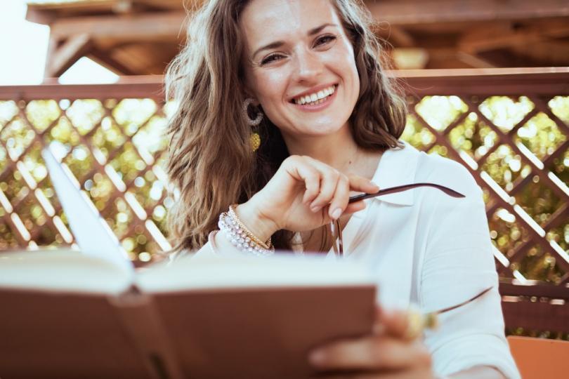 <p>Първо, трябва да заредите своята тетрадка с енергия. Обикновено това става най-ефективно при Пълнолуние и е още по-добре, ако рожденият ден да наближава, тъй като това е силен ден за всеки човек.</p>