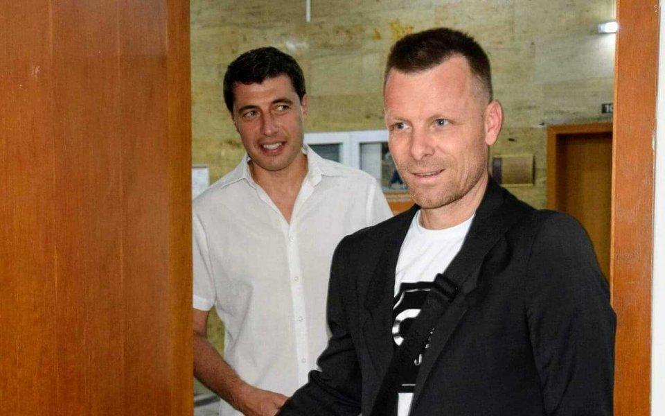 Елин Топузаков подаде документи за кандидатстване в УНСС