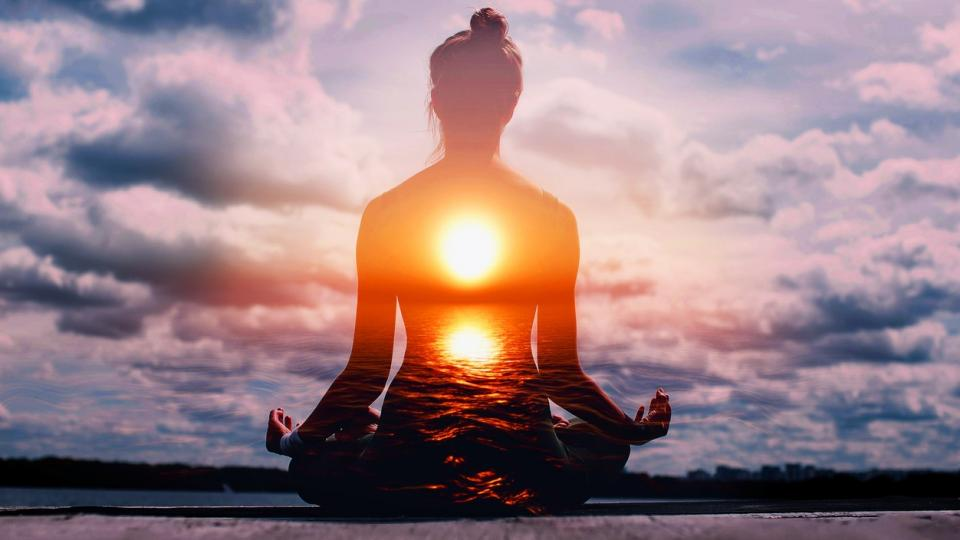 жена духовно мистично йога щастие спокойствие