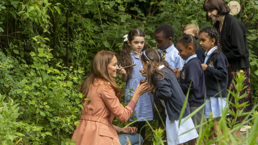 Кейт Мидълтън изненада ученици със сладък...