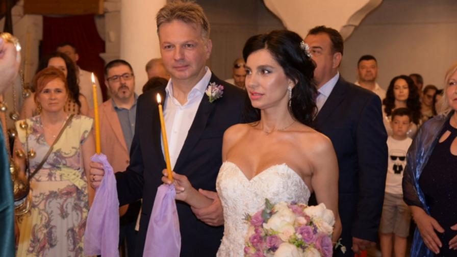 <p>Водещият Николай Дойнов мина под венчилото</p>
