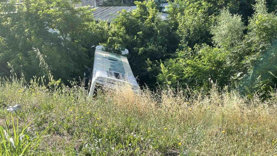 Две катастрофи с автобус, загина възрастна жена