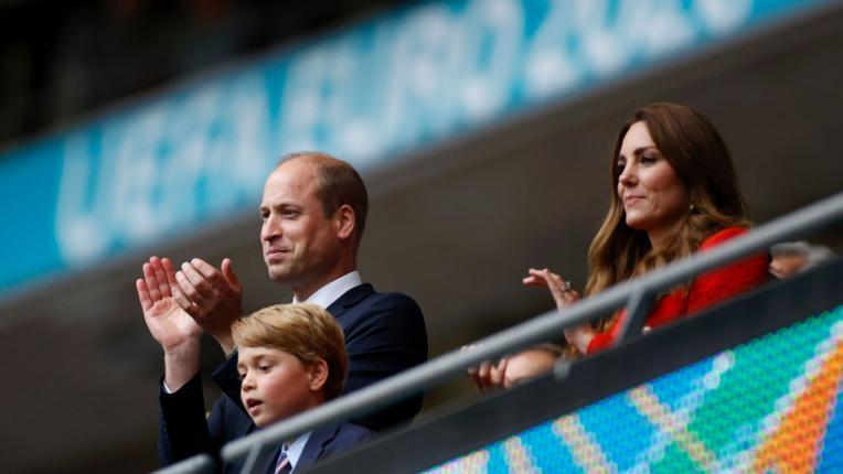 UEFA EURO 2020: Кейт Мидълтън, принц Уилям и принц Джордж ръкопляскат от ложата на