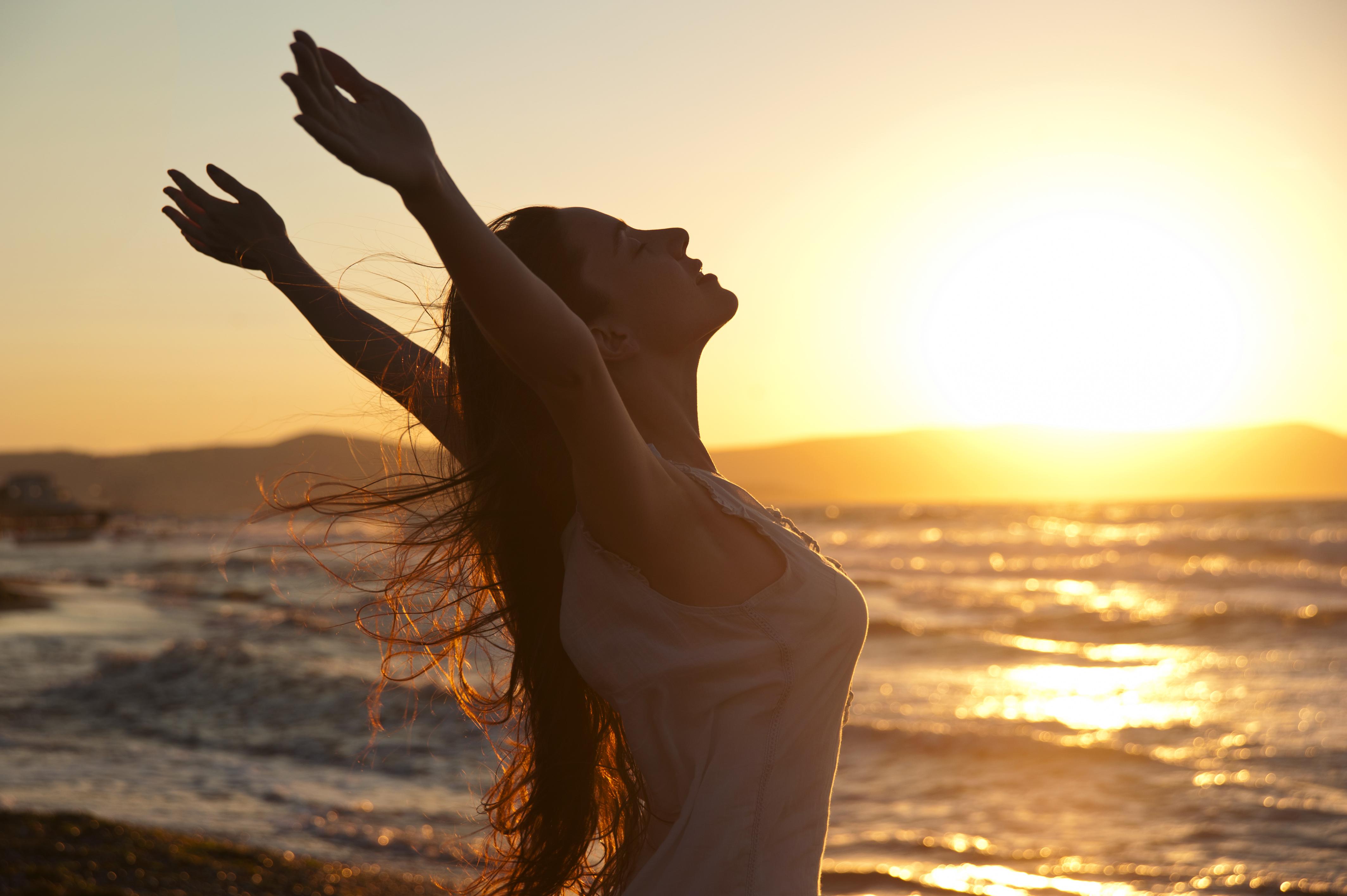 <p>Намалява стреса Мелатонинът понижава реактивността към стреса и престоят навън помага на тялото ви да го регулира по естествен начин.</p>
