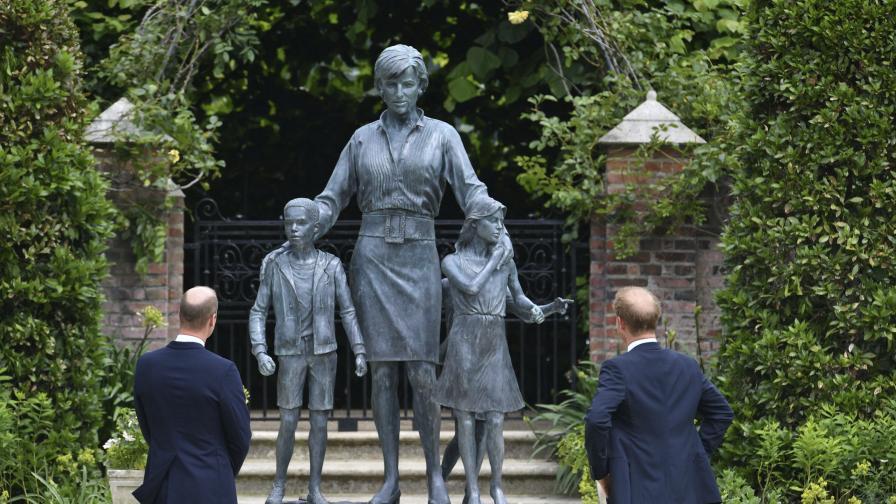 Уилям и Хари откриха статуята в памет на принцеса Даяна