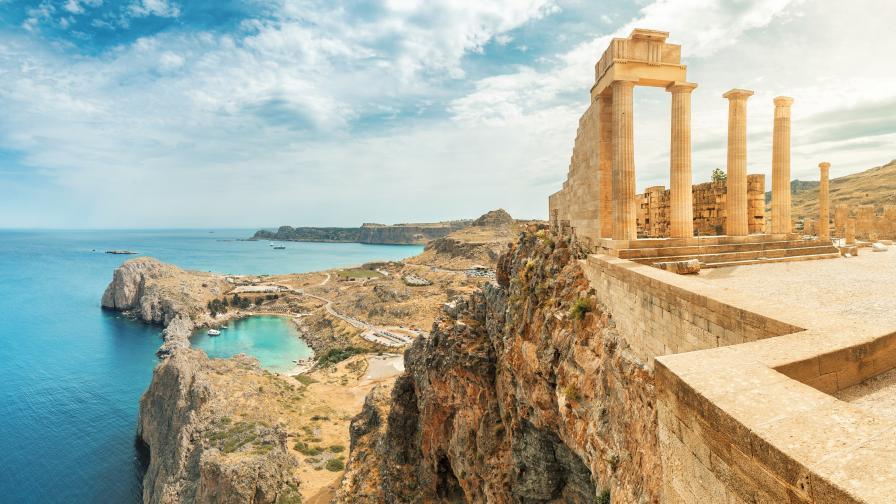 Гърция връща ограничения заради скок на случаите