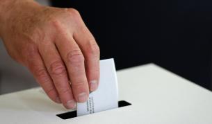 <p>&quot;Алфа Рисърч&quot;: ГЕРБ печели изборите, оспорвана битка за второ място</p>