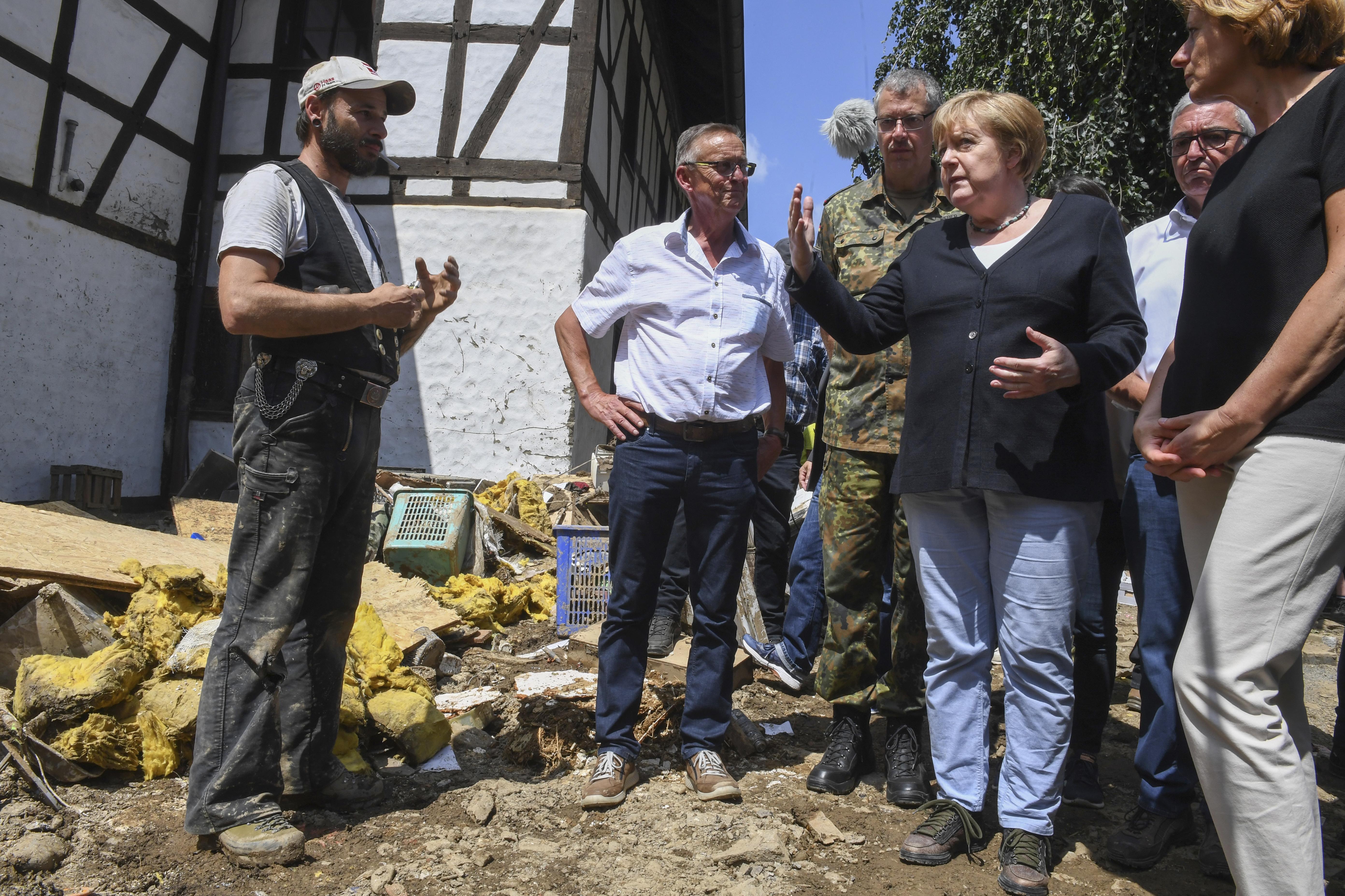 <p>Ситуацията в регионите, засегнати от наводненията, е сюрреалистична и ужасяваща, заяви германският канцлер Ангела Меркел</p>