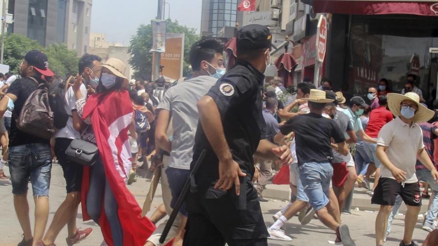 Протести в Тунис