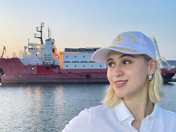 Мария Бакалова стана кръстница на военен кораб