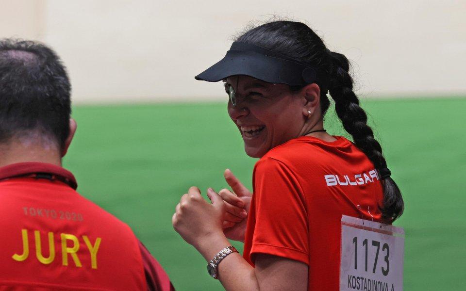 Олимпийската ни медалистка Антоанета Костадиновасе намира на добра позиция за