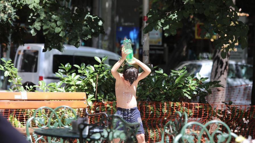 Жегата и градът: Опасно горещо време в София