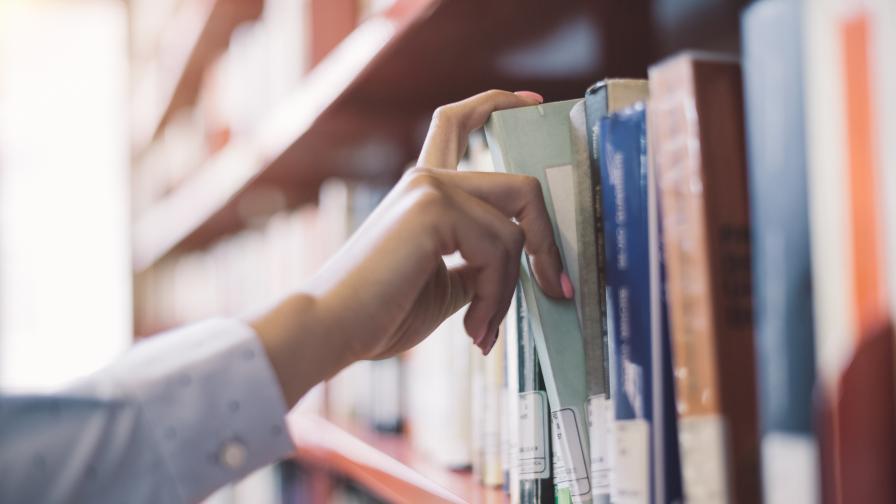 50 години по-късно върнаха книга от библиотека, към нея имало...