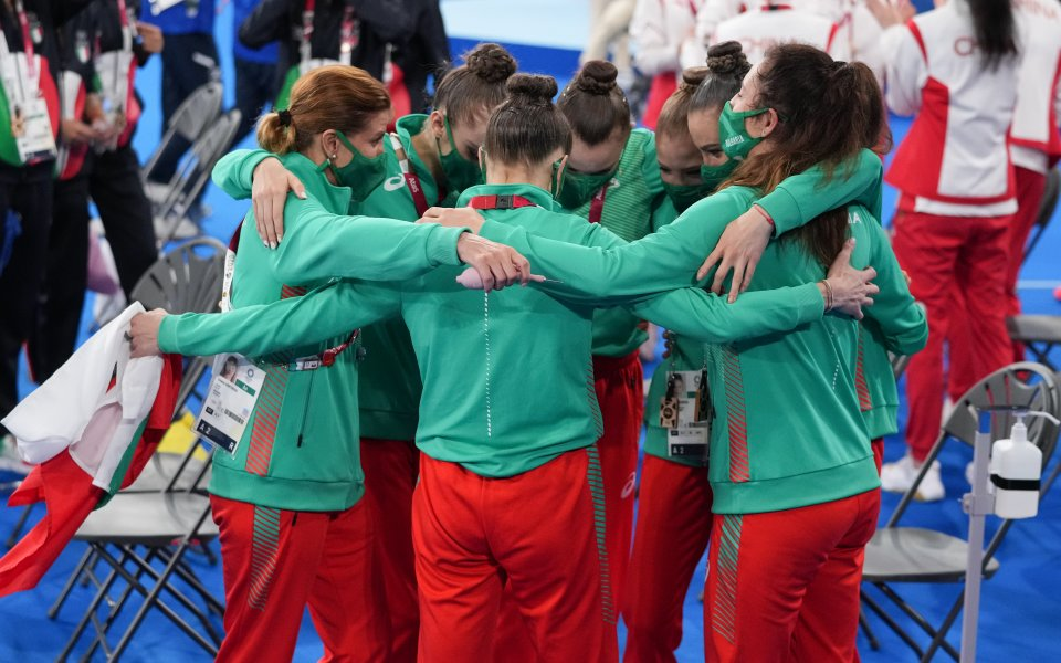 Българският ансамбъл по художествена гимнастика се завърна в София. Олимпийските