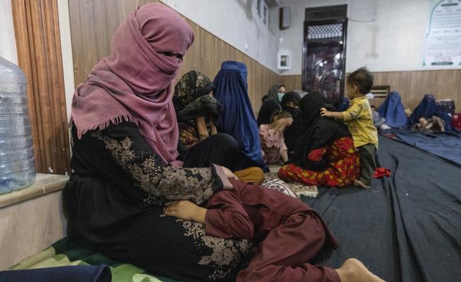 DW: Бичувания, екзекуции, принудителни бракове: Какво очаква жените при талибаните