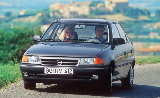 30 години и 15 млн. по-късно: в очакване на новата Opel Astra