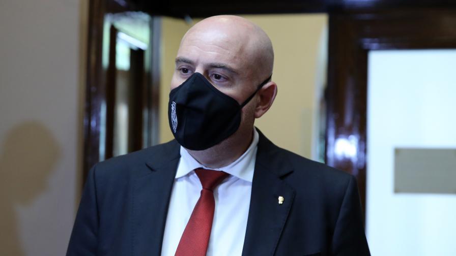 <p>Иван Гешев се яви за изслушване в правната комисия</p>