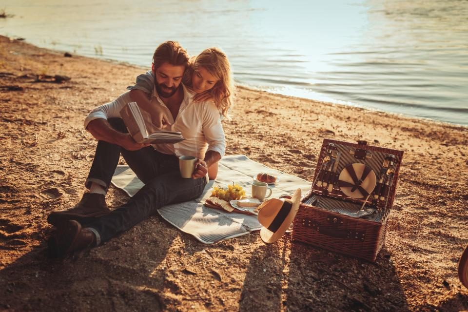 двойка любов лято слънце залез