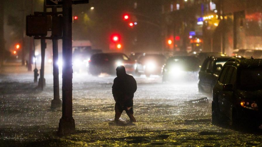 <p>Потоп в САЩ, Ню Йорк и Ню Джърси са под вода</p>