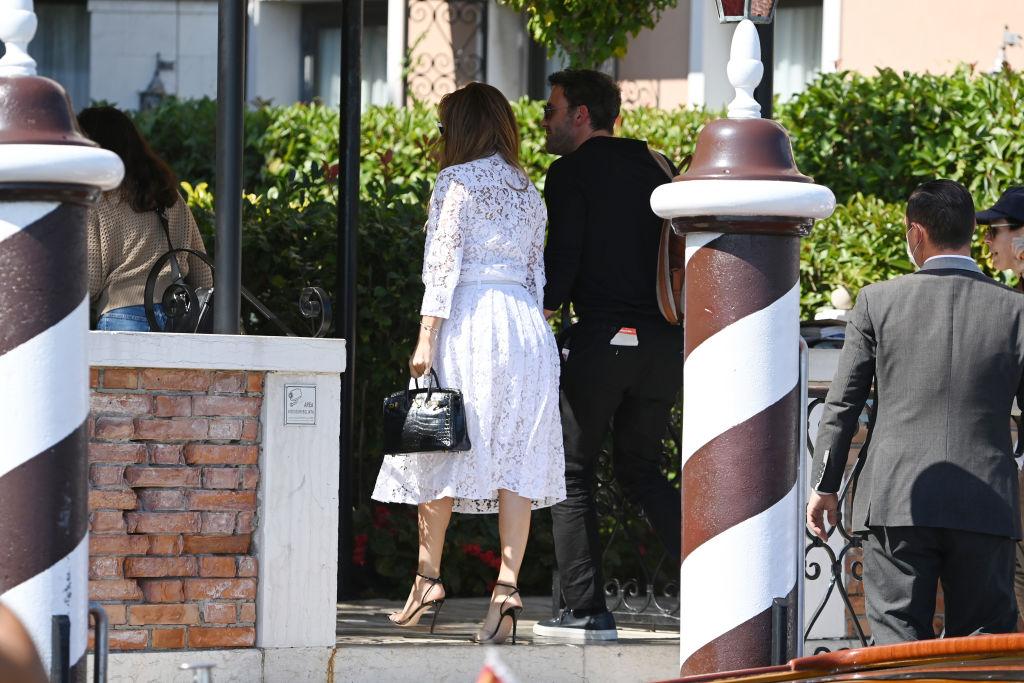 <p>Дженифър Лопес и Бен Афлек пристигнаха във Венеция за кинофестивала</p>