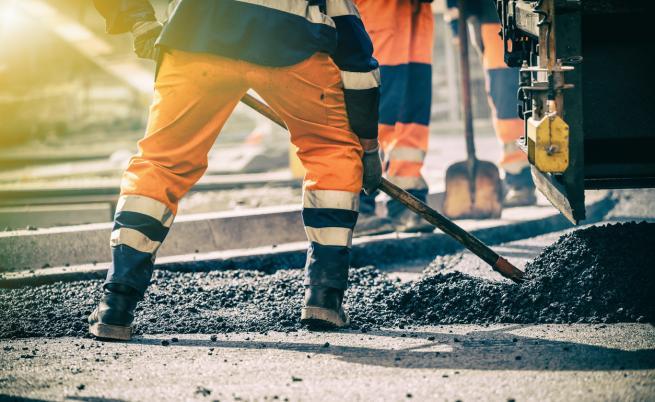 МРРБ: Една от протестиращите строителни фирми е получила над 95 милиона лева аванс