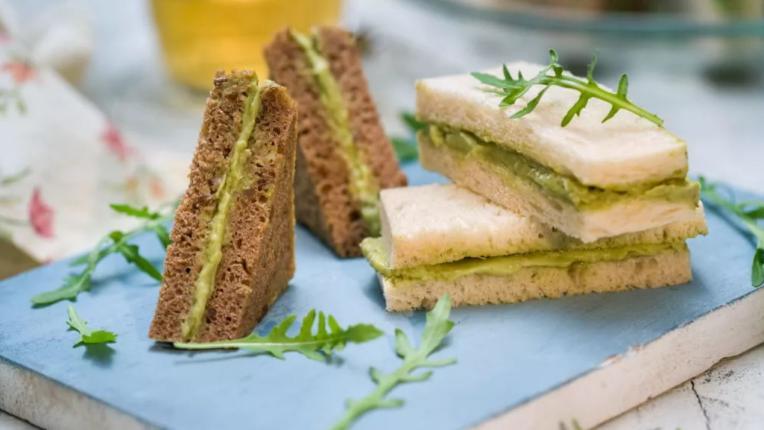 Сандвичи с авокадо мус