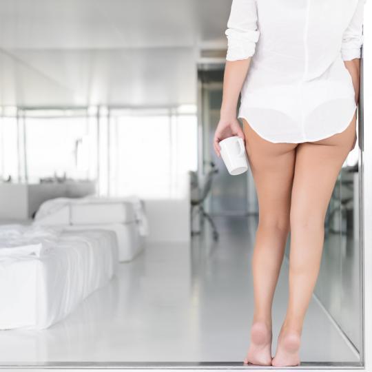 <p><strong>Кафето повишава либидото на жените</strong></p>  <p>Едно проучване от 2010 г., проведено в Тексаския университет в Остин, САЩ разглежда как кофеинът може да повлияе на нивото на възбуда при жените. В проучването физическото състояние на възбуда на жените е измерено преди и след консумация на кофеин (при наличие на еротичен стимул). Изследователите установили, че тъй като кофеинът има стимулиращи свойства, които предизвикват повишаване на сърдечната честота и кръвното налягане, консумацията на напитка с кофеин може да улесни появата на възбуда.</p>