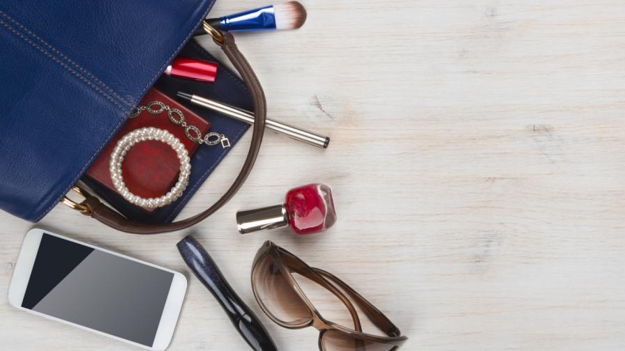 <p>6 неща, които да носим в чантата за спешни случаи</p>
