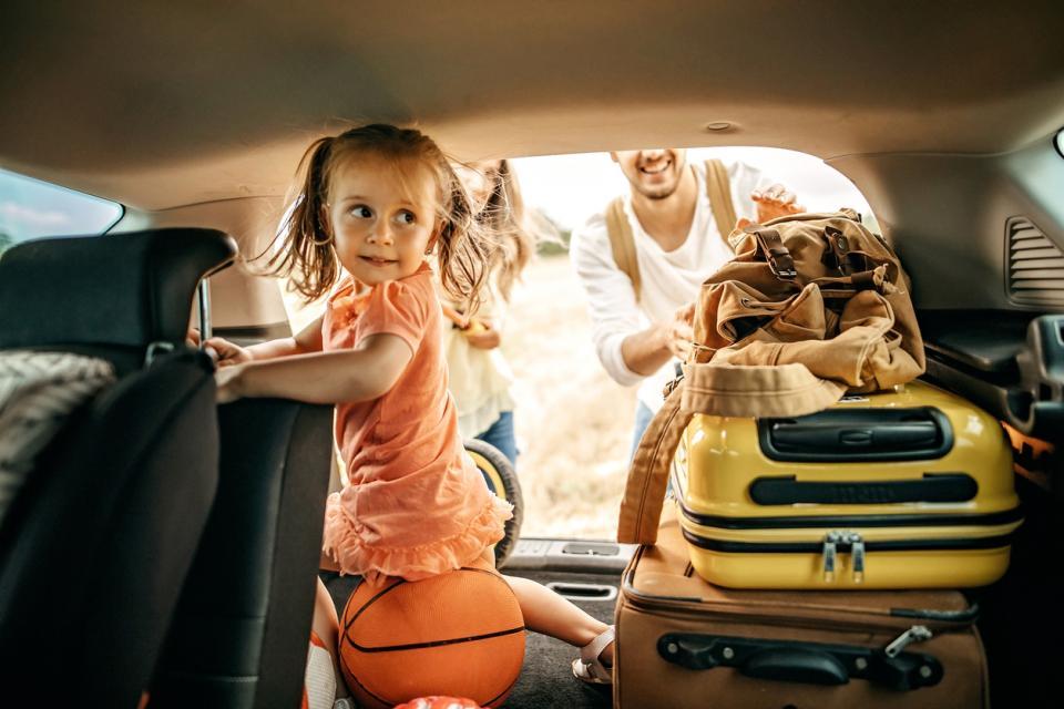 семейство деца пътуване