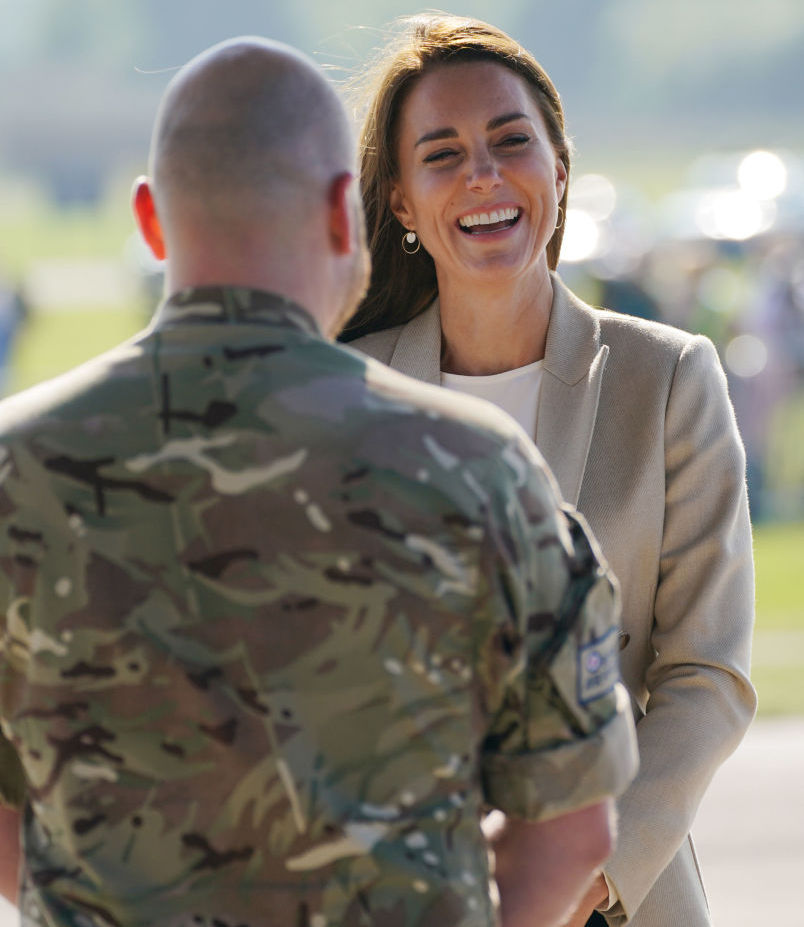 <p>Херцогиня Катрин се срещна с участници в &bdquo;Операция Pitting&ldquo; - британска военна операция за евакуация на британски граждани и афганистанци, отговарящи на условията, от Кабул след офанзивата на талибаните.</p>