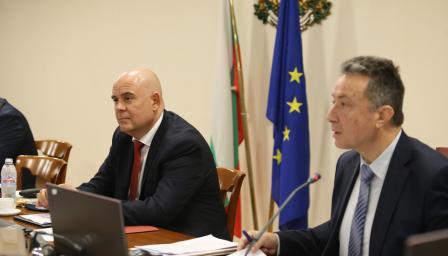 <p>Стоилов и Гешев обсъдихаБюрото по защита</p>