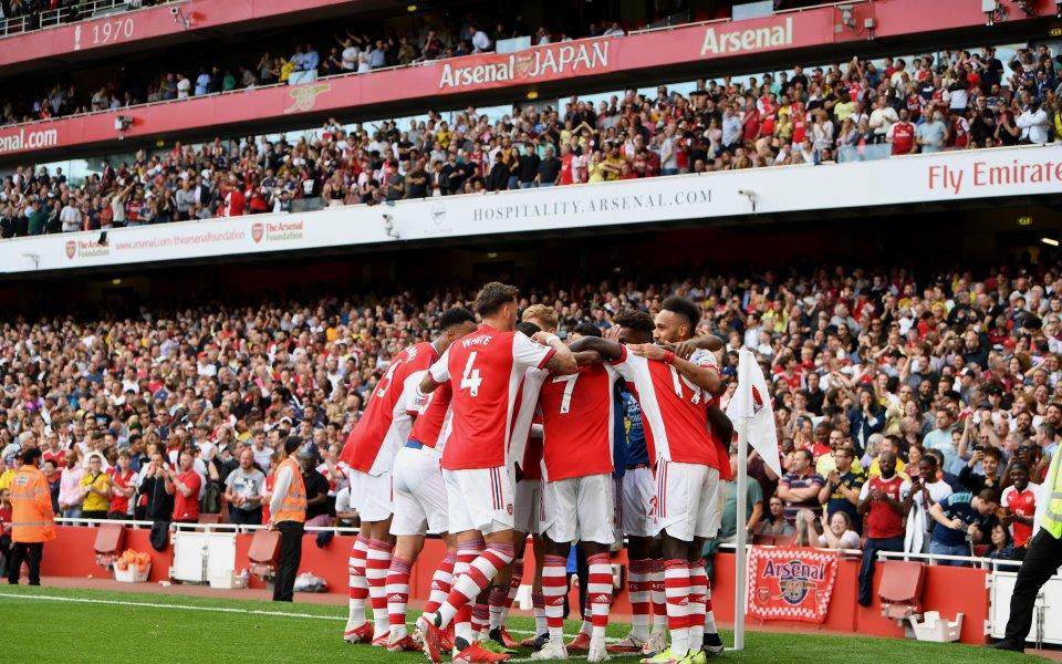 Арсенал се поздрави с втора поредна победа и се изкачи