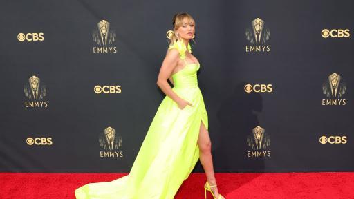 """Най-впечатляващите рокли на червения килим на наградите """"Еми"""""""