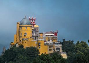 Дворецът Пена – един от най-красивите замъци в Португалия