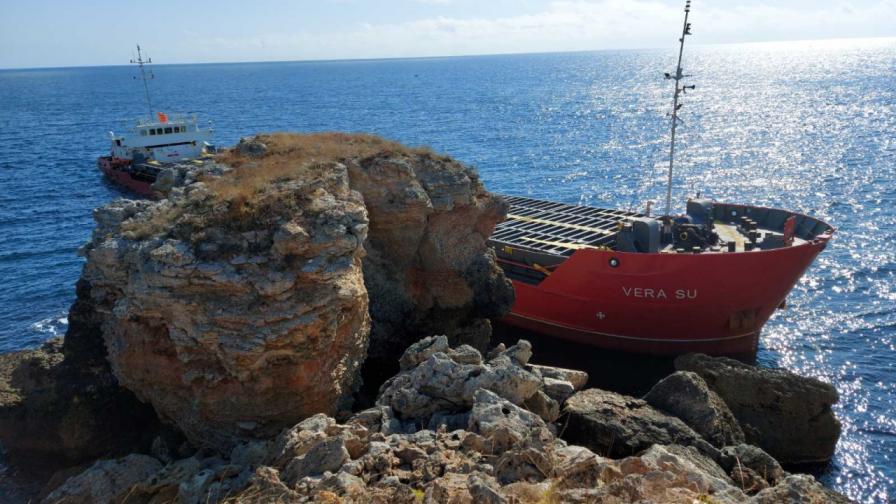 Товарен кораб под панамски флаг заседна край Каварна