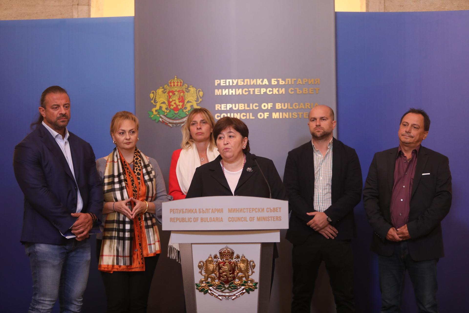 <p>Властта обсъди с представители на туризма парите за сектора</p>