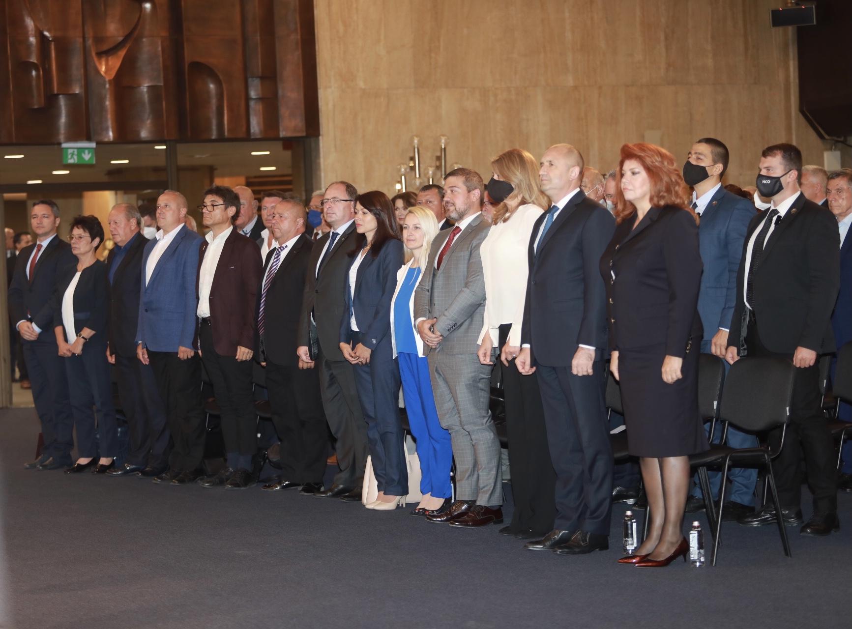 Инициативен комитет издигна кандидатурата на Румен Радев и Илияна Йотова за президент и съответно вицепрезидент.