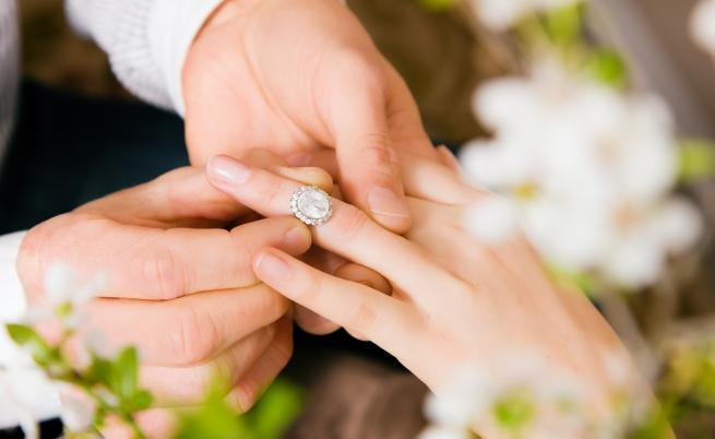 Звездно предложение за брак! Как са го направили звездите