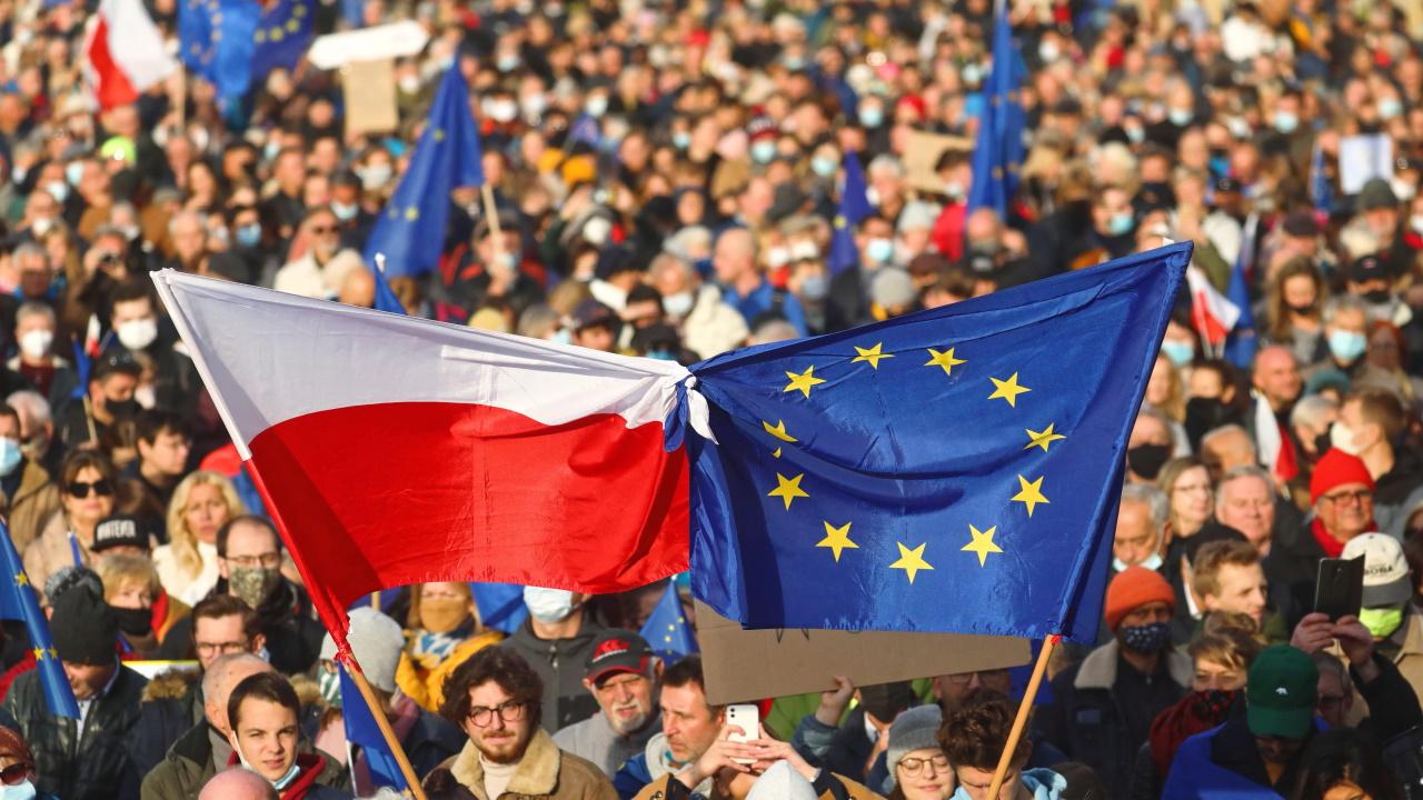 <p>Над 100 хиляди души демонстрираха в Полша в подкрепа на членството на страната в Европейския съюз</p>  <p><br /> &nbsp;</p>