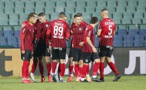 НА ЖИВО: Локомотив София 1:0 Левски, вихрено начало за домакините