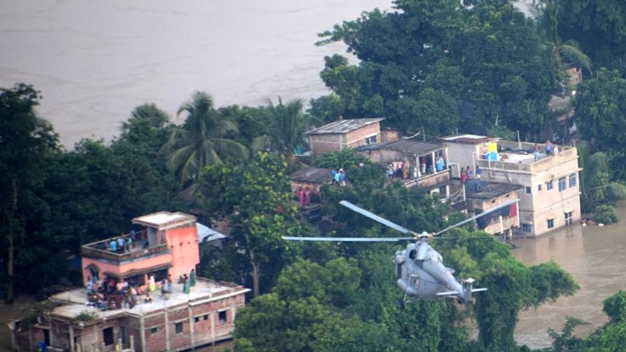 Тежки наводнения в Индия взеха множество жертви