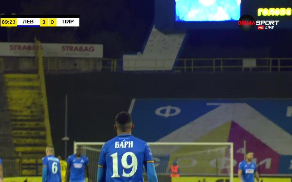 В последнатаминута Гьоко Зайков изрита една топка напред в половината