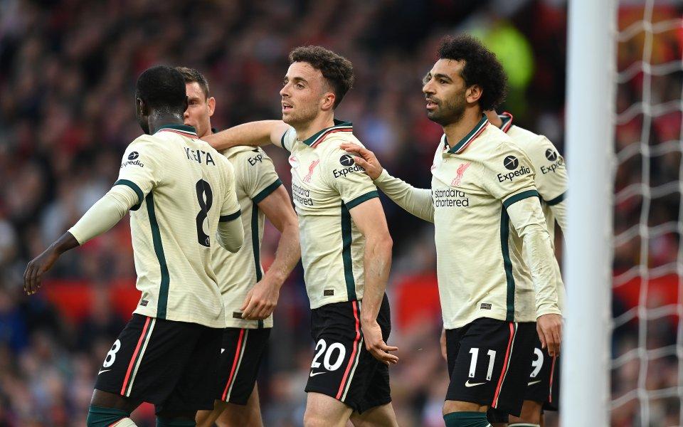 Отборите на Манчестър Юнайтед и Ливърпул играят при резултат 0:3в