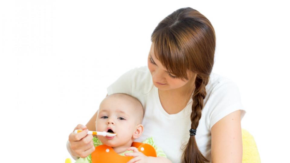 Вредна ли е твърдата храна за бебетата