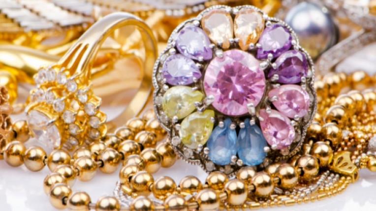 скъпоценни камъни бижута злато опал диаманти перли суеверия пейнит римляни
